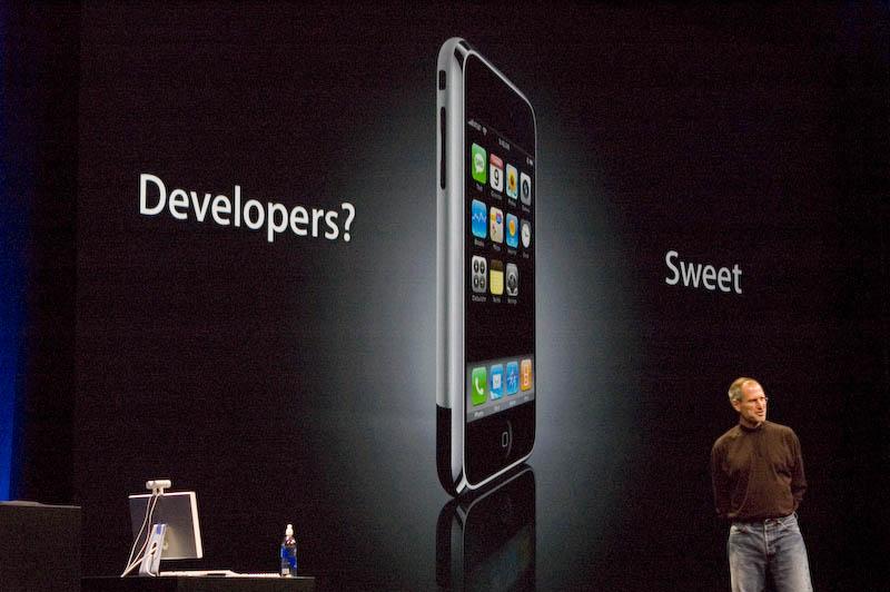 Steve Jobs op het podium tijdens de WWDC 2007