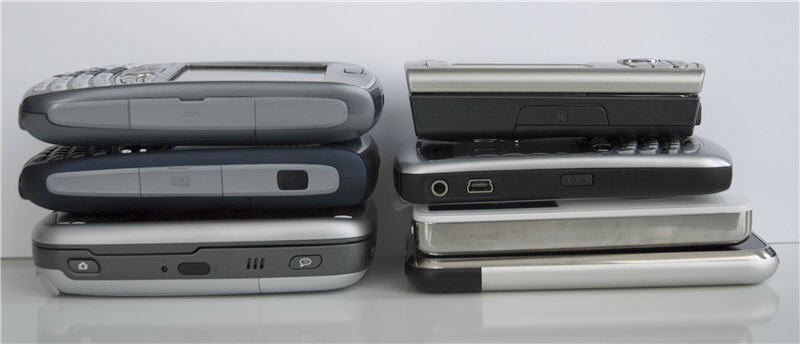 Van boven naar beneden en van links naar rechts: Palm Treo 680, Palm Treo 750, Qtek 9100/MDA Vario, Nokia N73, Blackberry Curve, Apple iPod Video, Apple iPhone