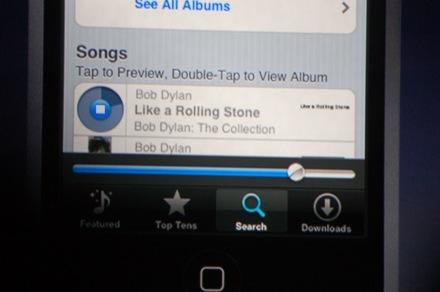 In de iTunes Wi-Fi Music Store is het met een druk op de knop mogelijk om previews te luisteren of complete albums te kopen.