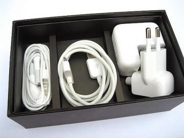 iPhone 3G review: verpakking met inhoud