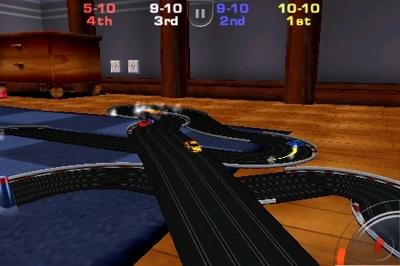 Je racet tegen drie andere autootjes.