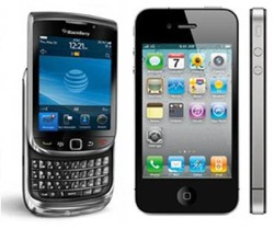 Blackberry-Torch-vs-iPhone-4
