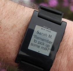 pebble horloge email