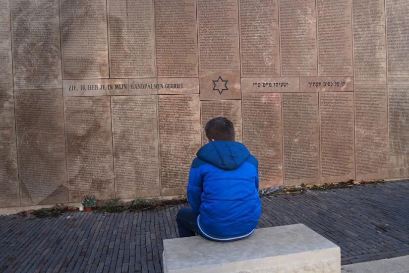 Stilte bij Joods monument
