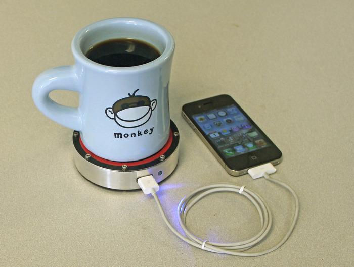 Epiphany onE Puck: iPhone opladen met warme kop koffie