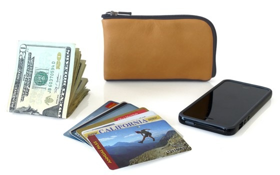 Finn Wallet with stuff for wallet