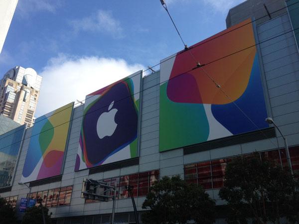WWDC Apple Banners Buiten