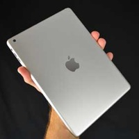 apple-ipad-mini-hand