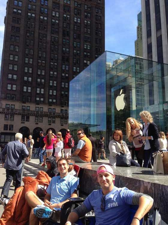 iphone_5s_fifth_avenue_launch_line_new_york