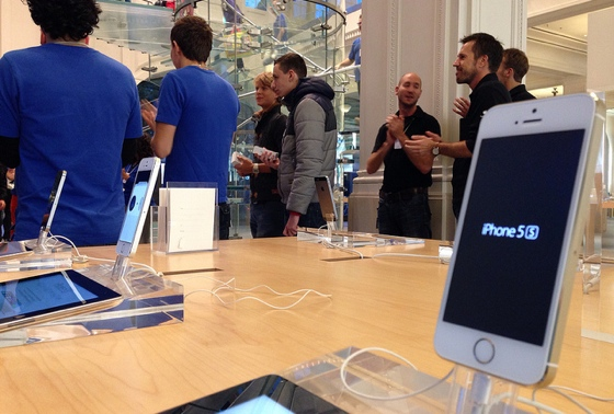 iPhone 5s close-up wachten in Apple Store