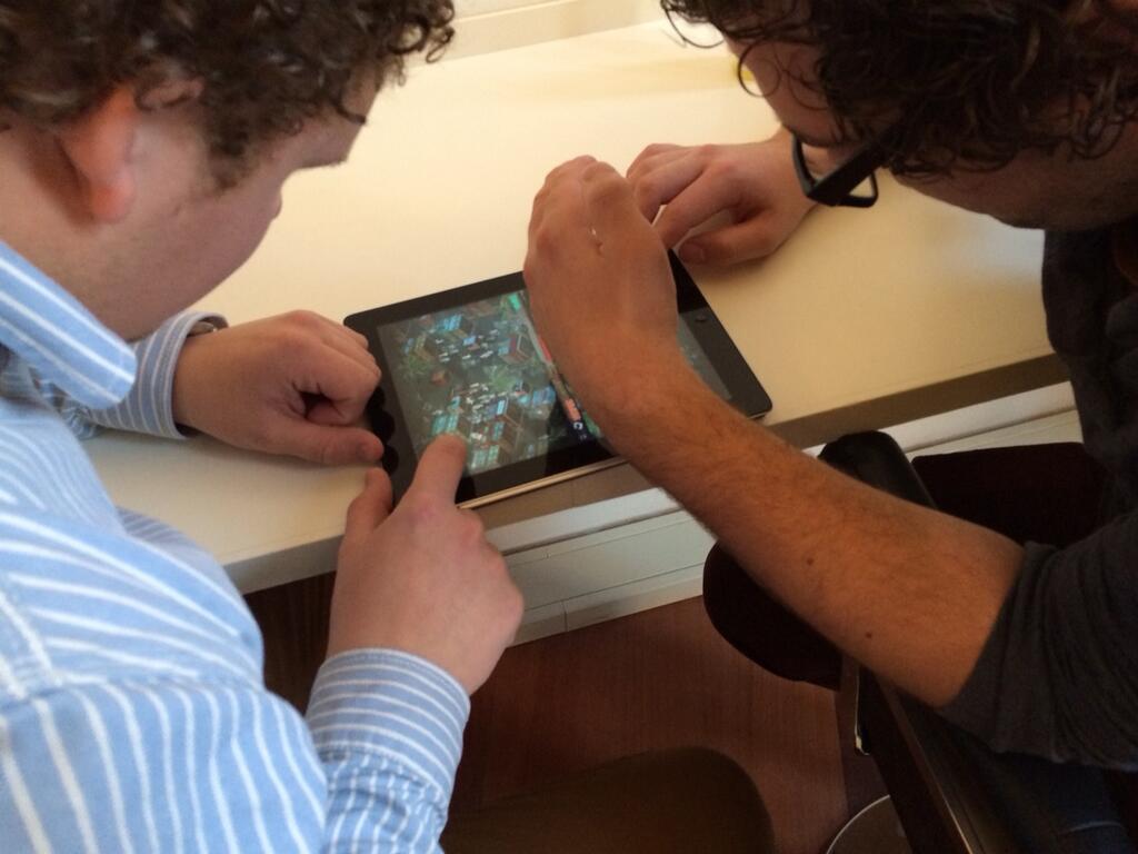 Dark Day LA op iPad tweespeler game