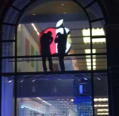 apple-store-world-aids-day