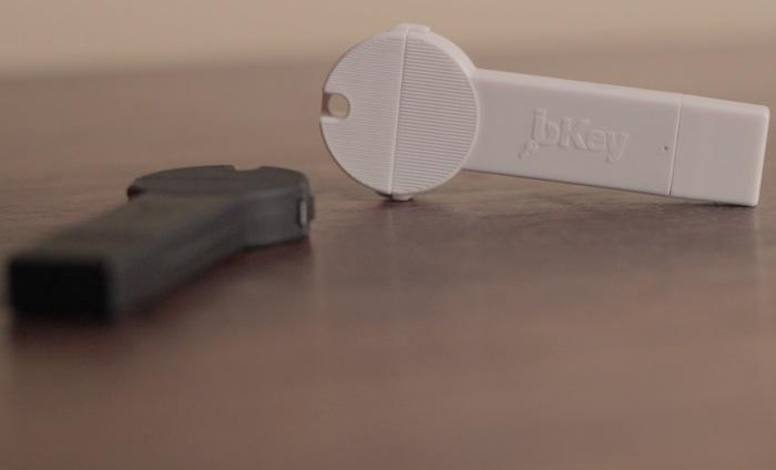 bKey sleutelhanger accu