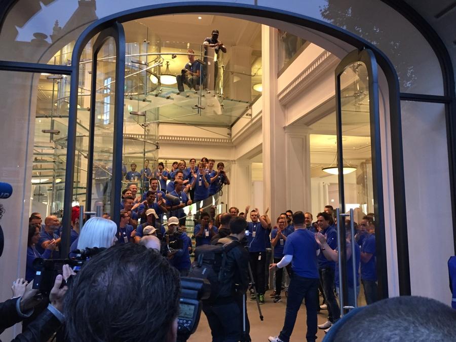 Apple Store Amsterdam rij binnen 8.00