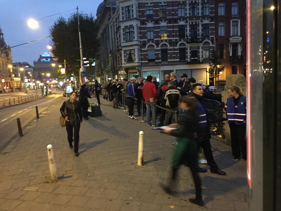 Apple Store Amsterdam flinke wachtrij 7.17 uur