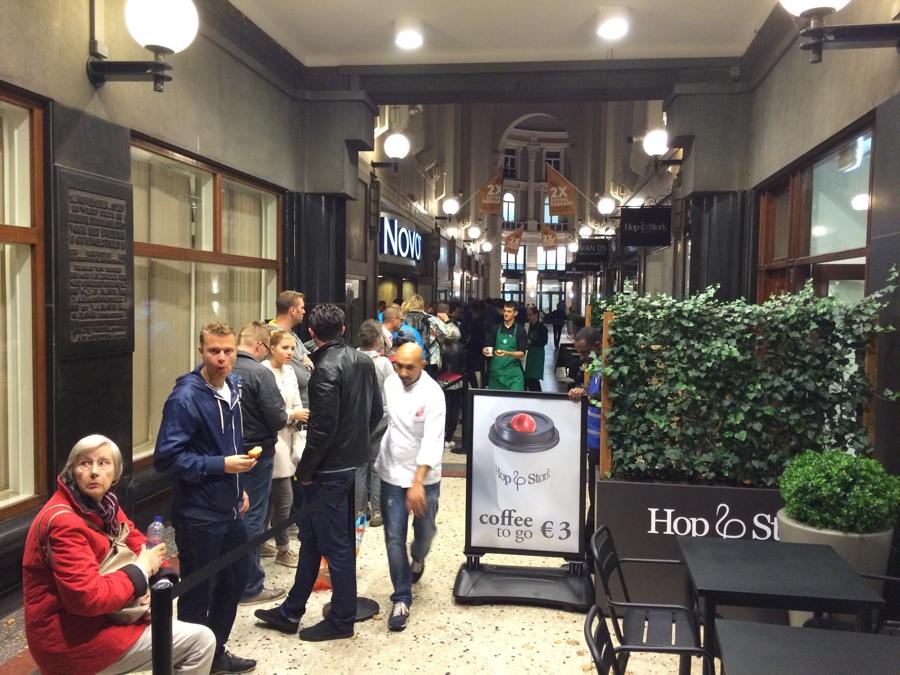 Apple Store Den Haag koek en zopie 7.00 uur