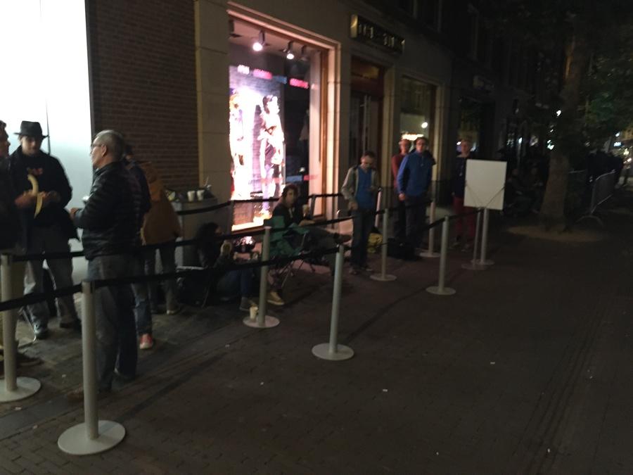 Apple Store Haarlem wachtrij 6.32 uur
