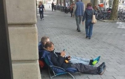 apple-store-amsterdam-wachtrij-iphone-6-liggend