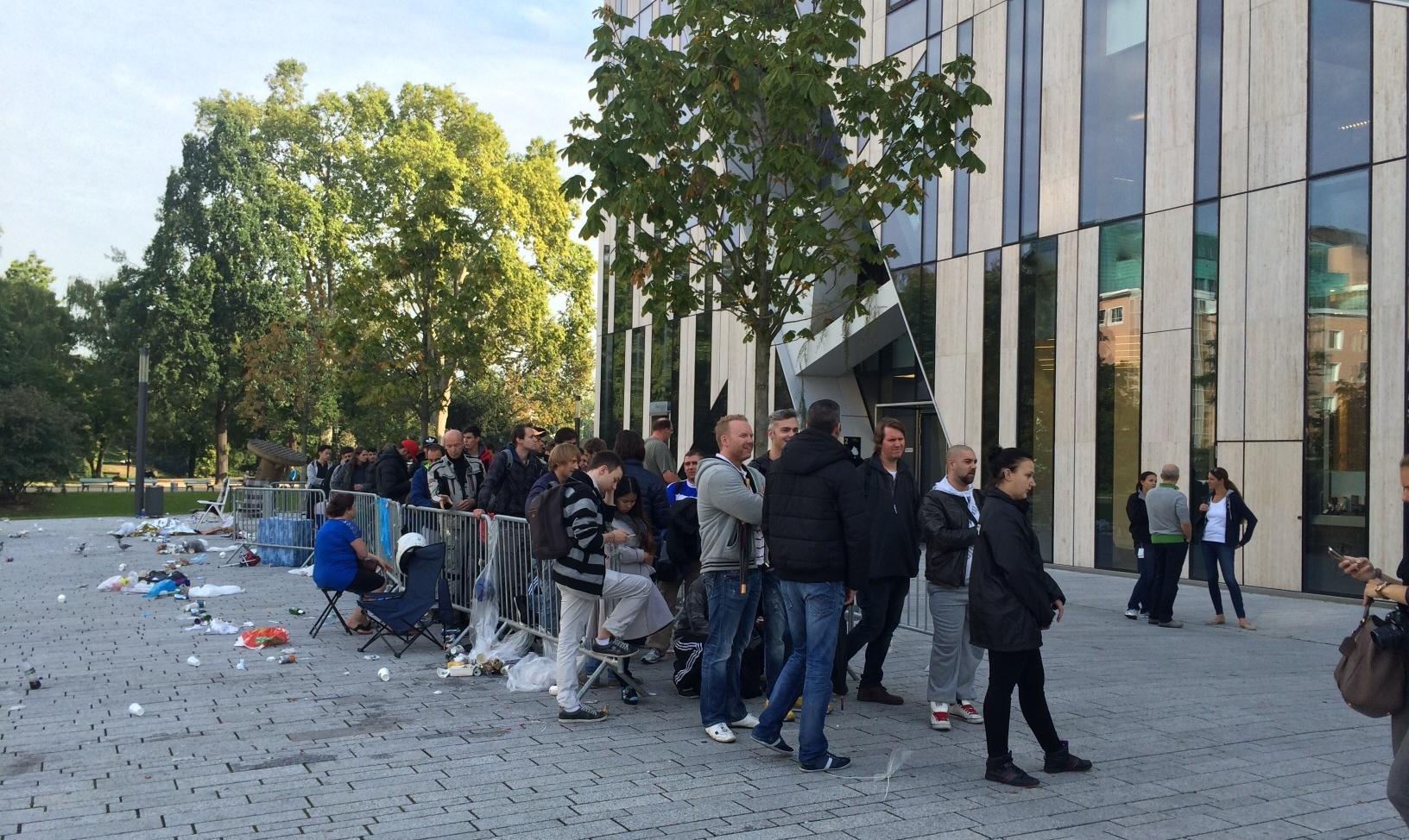 Dusseldorf wachtrij buiten 10.00 uur