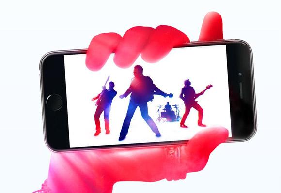 U2_hand_iphone