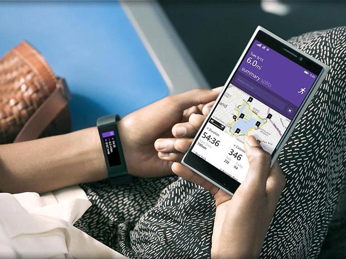 microsoft-band-met-lumia-telefoon