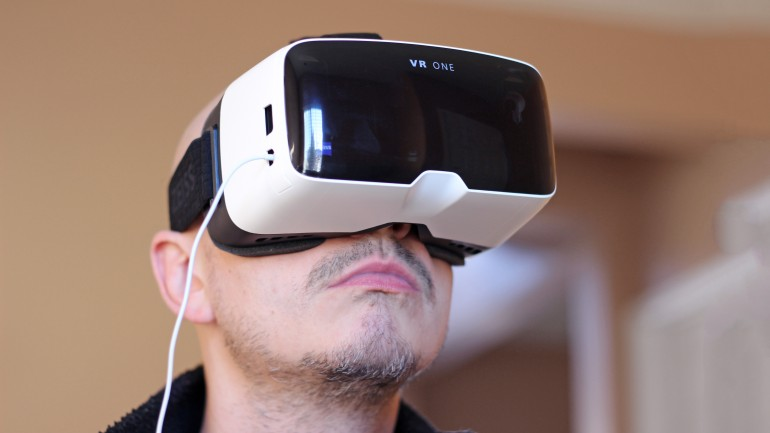 Zeiss VR One man