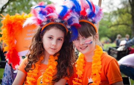 Kinderen tijdens Koningsdag, foto via Shutterstock (shutterstock_190044260).