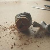 Knutseltip: wikkel je oordopjes om een wijnkurk