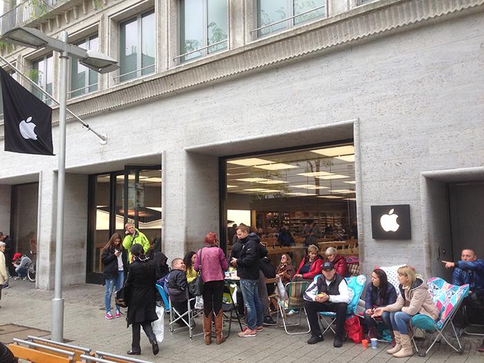 Rij bij Duitse Apple Store voor iPhone 6s