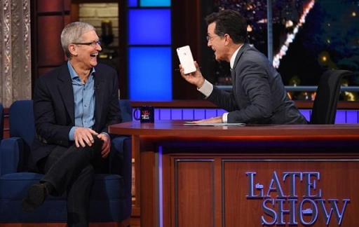 Tim Cook in The Late Show met Stephen Colbert.