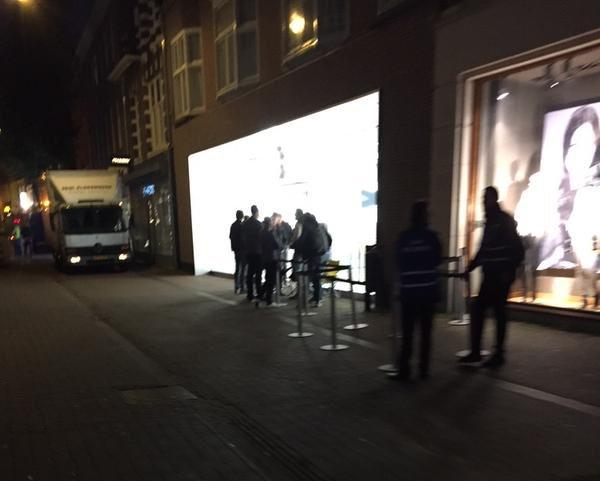 Apple Store Haarlem half 8