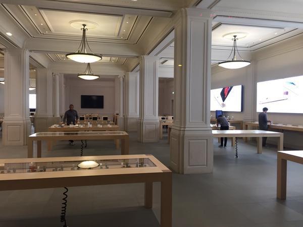 Apple Store Amsterdam rond middernacht