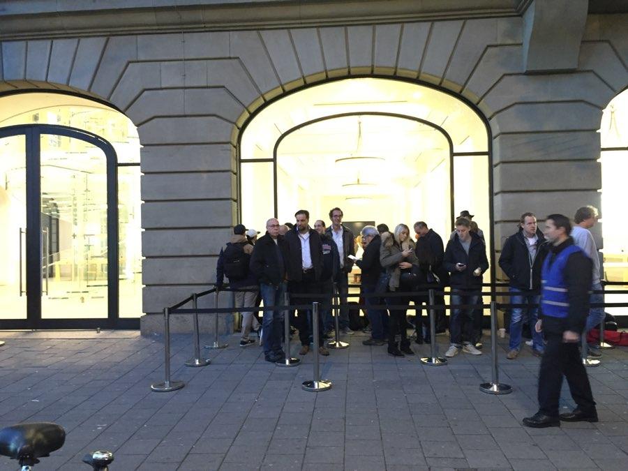 Apple Store Amsterdam om 7:45 uur.