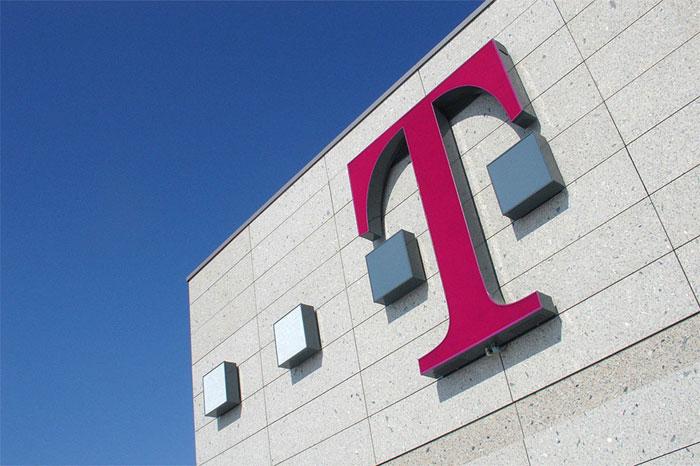 T-Mobile logo op gevel