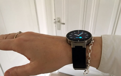 Alcatel OneTouch Watch: van de zijkant gezien.