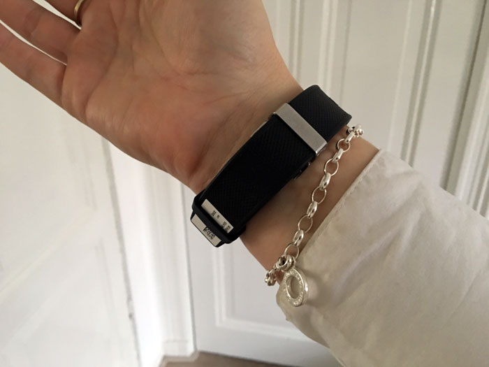 Alcatel OneTouch Watch: achterkant met de oplader.
