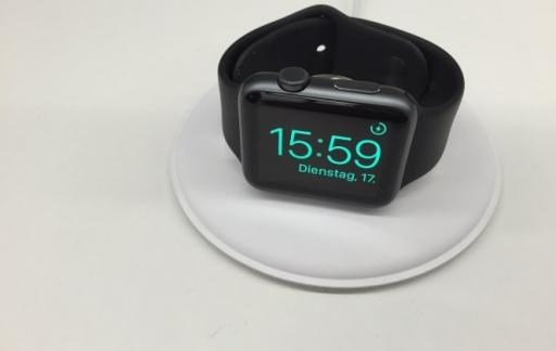 Apple Watch dock: smartwatch op z'n kant