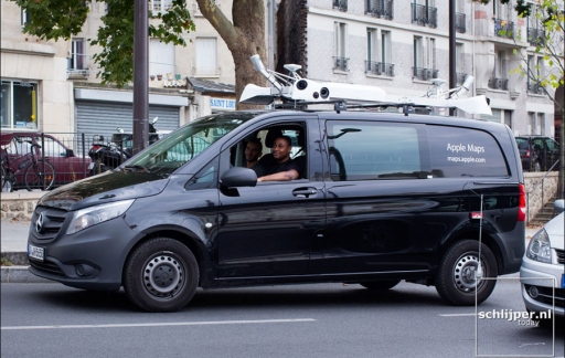 Apple Maps auto gesignaleerd in Parijs, via Schlijper