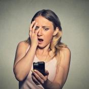 Vrouw met verschrikt gezicht, via Shutterstock (shutterstock_317213303).
