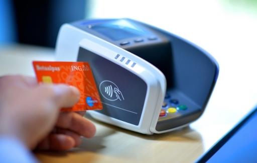 Contactloos betalen met een ING-pas.