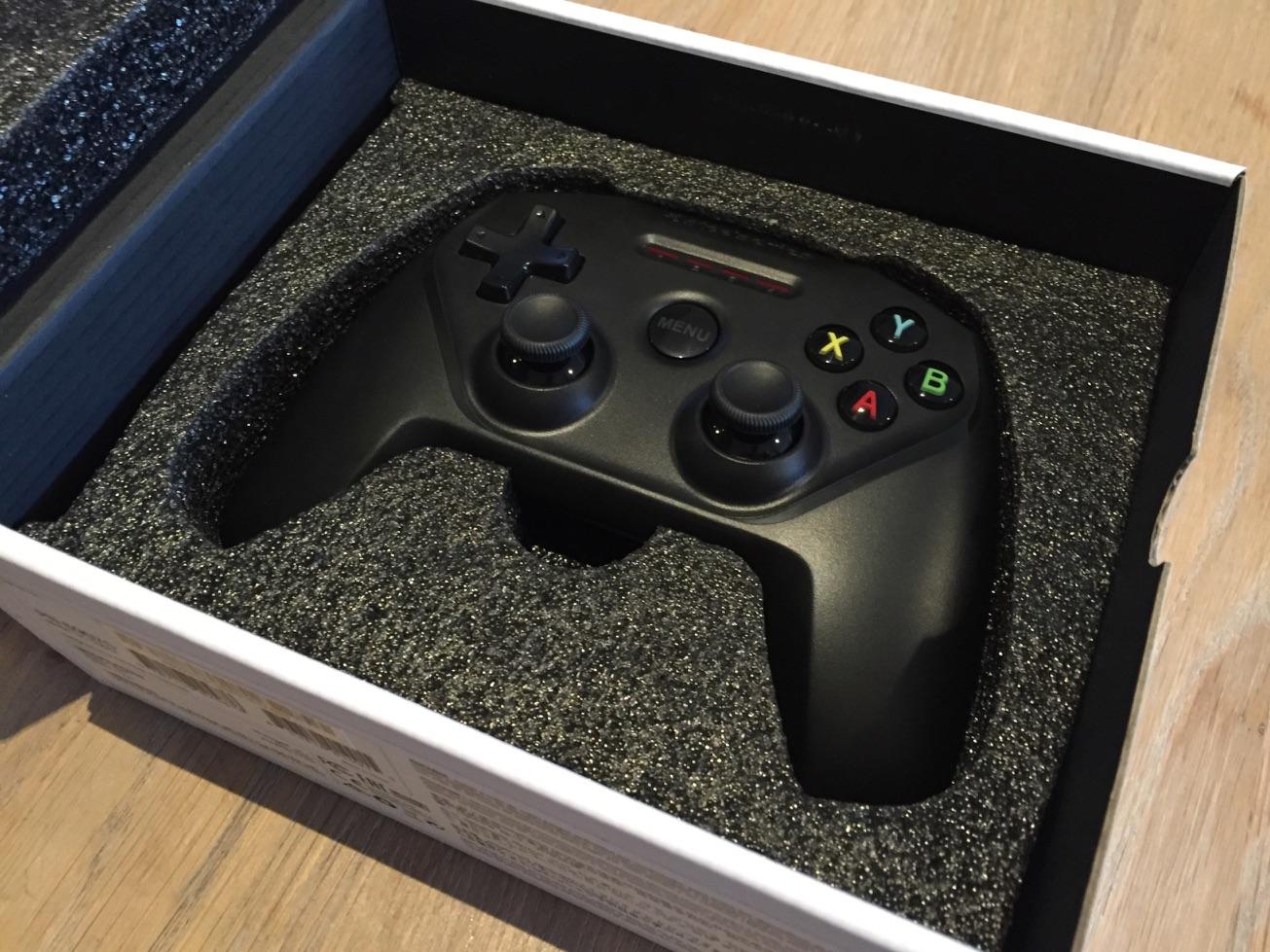 SteelSeries Nimbus draadloze controller in de doos.