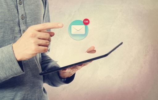 E-mail op een iPad, afbeelding via Shutterstock (shutterstock_256495927).