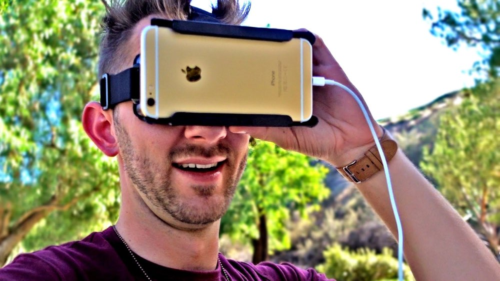 iPhone met virtual realitybril.iPhone met virtual realitybril.