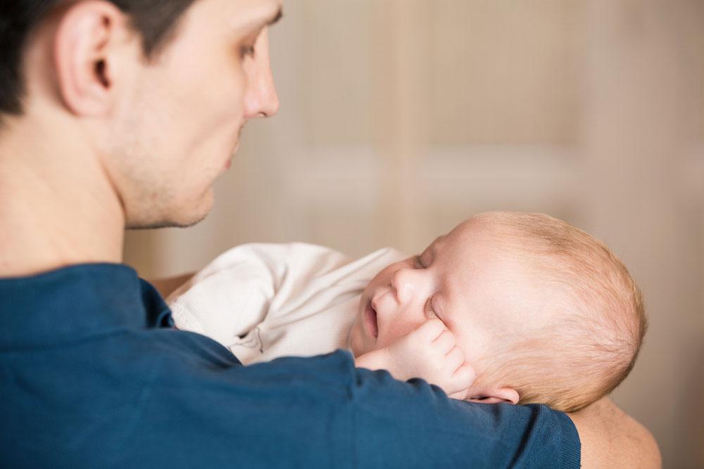 Man met baby, foto via Shutterstock (shutterstock_192242027)