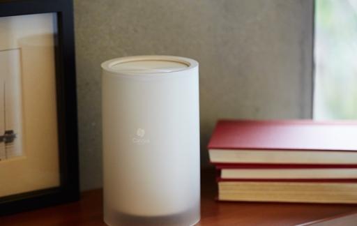 Cassia Hub in de woonkamer voor bedienen Bluetooth-apparaten.