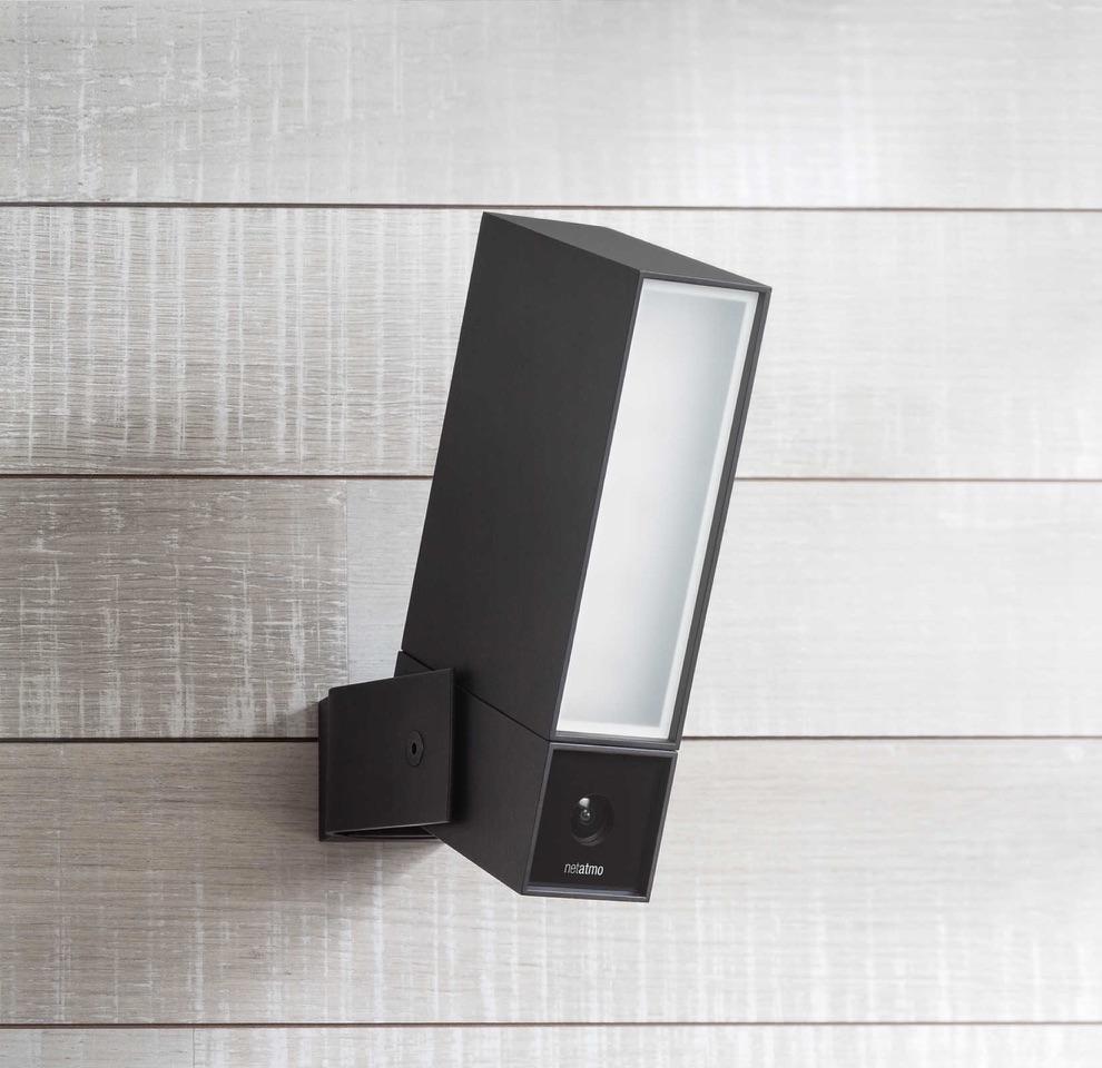 Netatmo Presence-camera aan de muur.