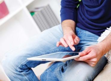 iPad thuis op schoot