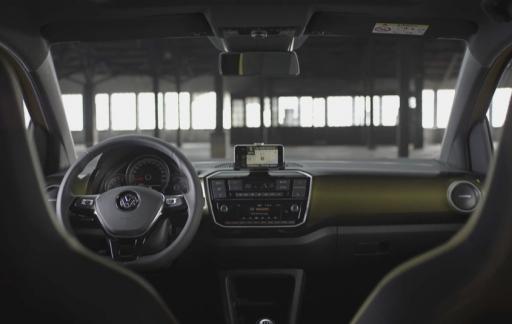 Beatsaudio-uitvoering van Volkswagen Up met iPhone-dock.