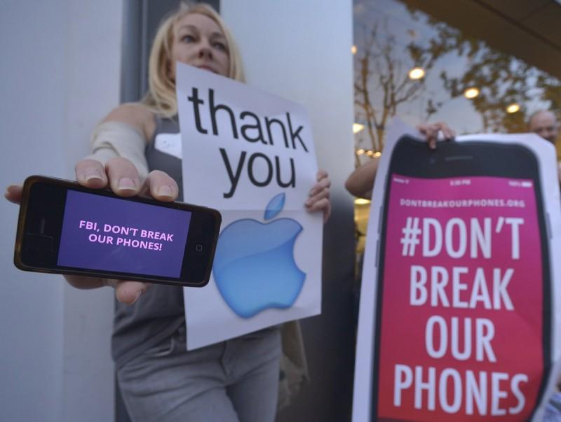 Demonstranten bij Apple Stores vanwege FBI-zaak