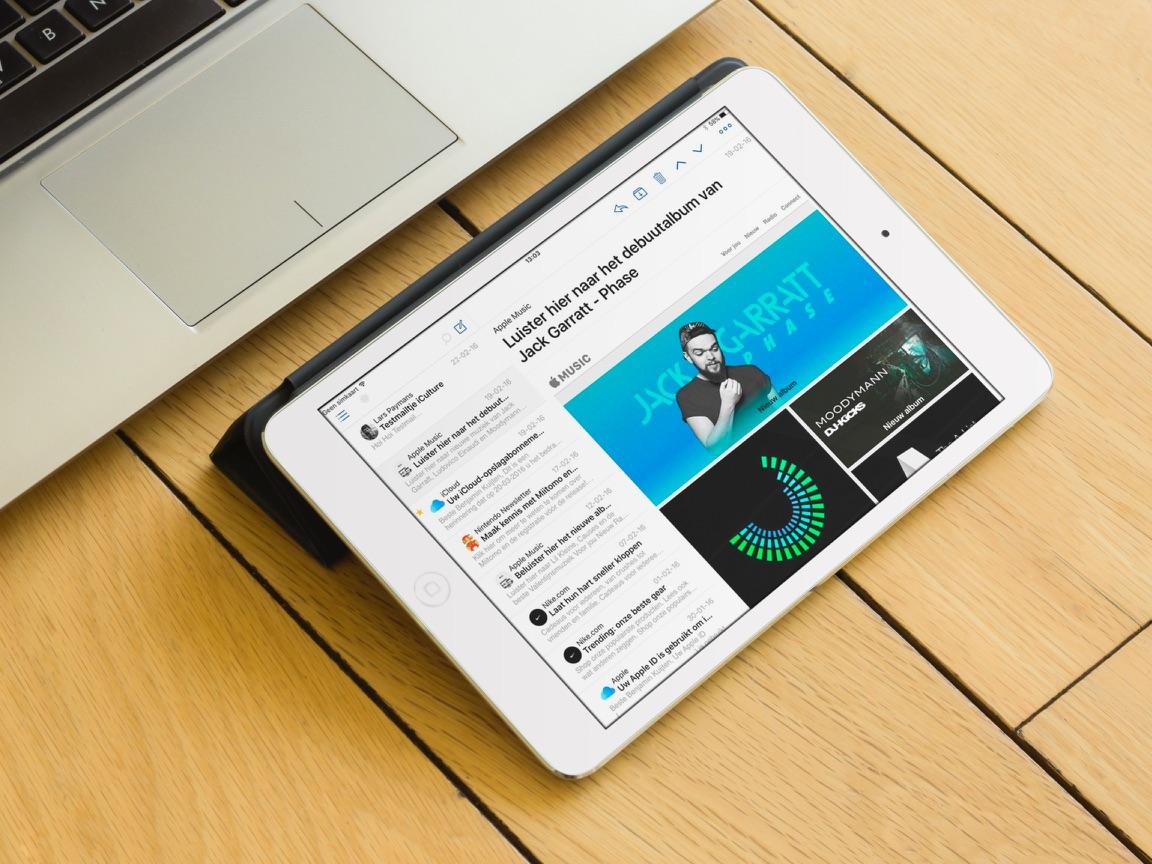 Een iPad met Airmail op tafel.